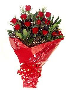 12 adet kirmizi gül buketi  İzmir Konak güvenli kaliteli hızlı çiçek