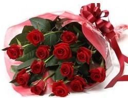 İzmir Konak çiçekçi telefonları  10 adet kipkirmizi güllerden buket tanzimi