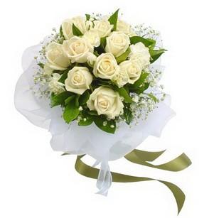 İzmir Konak çiçekçiler  11 adet benbeyaz güllerden buket