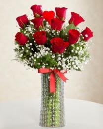 11 Adet kırmızı gül 1 adet kalp çubuk vazoda  İzmir Konak çiçek servisi , çiçekçi adresleri