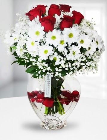 Kalp camda 7 gül kır çiçeği süper görsellik  İzmir Konak cicek , cicekci