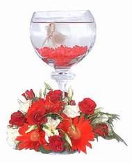 İzmir Konak çiçek gönderme  Kadehte estetik aranjman