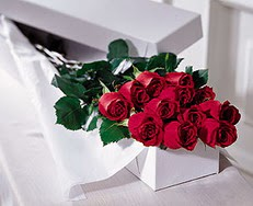 İzmir Konak 14 şubat sevgililer günü çiçek  özel kutuda 12 adet gül