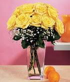 İzmir Konak kaliteli taze ve ucuz çiçekler  9 adet sari güllerden cam yada mika vazo