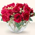 İzmir Konak çiçek , çiçekçi , çiçekçilik  mika yada cam içerisinde 10 gül - sevenler için ideal seçim -