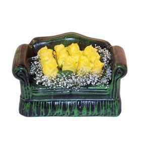Seramik koltuk 12 sari gül   İzmir Konak hediye sevgilime hediye çiçek