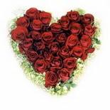 kalp biçiminde 15 gülden   İzmir Konak çiçek siparişi sitesi