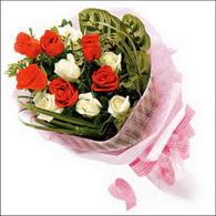 5 kirmizi 5 beyaz güllerden   İzmir Konak çiçek yolla , çiçek gönder , çiçekçi