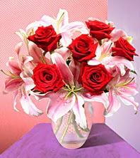 İzmir Konak çiçek yolla  2 adet dal kazablanka 6 adet kirmizi gül vazoda