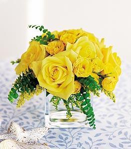 İzmir Konak çiçek gönderme sitemiz güvenlidir  cam içerisinde 12 adet sari gül