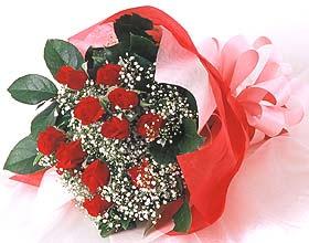 12 adet kirmizi gül buketi  İzmir Konak İnternetten çiçek siparişi