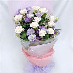 İzmir Konak kaliteli taze ve ucuz çiçekler  BEYAZ GÜLLER VE KIR ÇIÇEKLERIS BUKETI