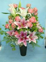 İzmir Konak kaliteli taze ve ucuz çiçekler  cam vazo içerisinde 21 gül 1 kazablanka