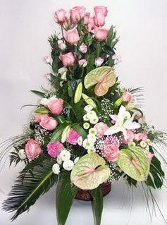 İzmir Konak hediye sevgilime hediye çiçek  özel üstü süper aranjman