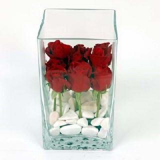 İzmir Konak güvenli kaliteli hızlı çiçek  7 adet kirmizi gül cam yada mika vazo içinde