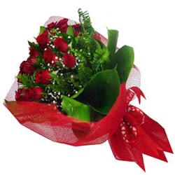 İzmir Konak çiçekçi mağazası  12 adet kirmizi essiz gül buketi - SEVENE ÖZEL