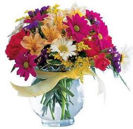 İzmir Konak kaliteli taze ve ucuz çiçekler  cam yada mika içerisinde karisik mevsim çiçekleri
