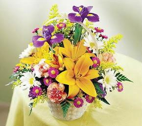 İzmir Konak çiçek gönderme sitemiz güvenlidir  Karisik mevsim çiçeklerinden sepet tanzimi