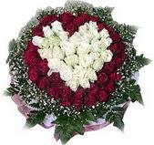 İzmir Konak hediye çiçek yolla  27 adet kirmizi ve beyaz gül sepet içinde