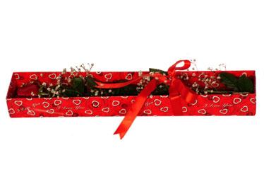 İzmir Konak uluslararası çiçek gönderme  kutu içerisinde 1 adet kirmizi gül