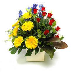 İzmir Konak çiçek yolla , çiçek gönder , çiçekçi   9 adet gül ve kir çiçekleri cam yada mika vazoda