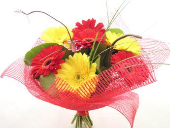 9 adet gerbera çiçeklerinden buket  İzmir Konak 14 şubat sevgililer günü çiçek