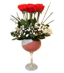 İzmir Konak güvenli kaliteli hızlı çiçek  cam kadeh içinde 7 adet kirmizi gül çiçek