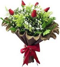 İzmir Konak çiçek yolla , çiçek gönder , çiçekçi   5 adet kirmizi gül buketi demeti