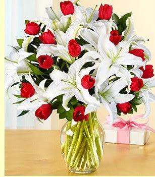 İzmir Konak çiçek mağazası , çiçekçi adresleri  3 kazablanka 10 kırmızı gül vazosu