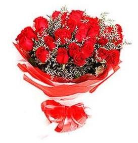 İzmir Konak hediye çiçek yolla  12 adet kırmızı güllerden görsel buket