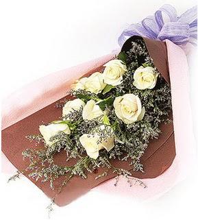 İzmir Konak İnternetten çiçek siparişi  9 adet beyaz gülden görsel buket çiçeği