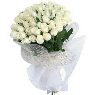 İzmir Konak çiçekçi mağazası  51 adet beyaz gülden buket tanzimi