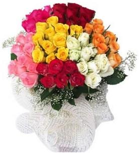 İzmir Konak uluslararası çiçek gönderme  51 adet farklı renklerde gül buketi