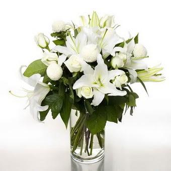 İzmir Konak online çiçek gönderme sipariş  1 dal cazablanca 7 adet beyaz gül vazosu