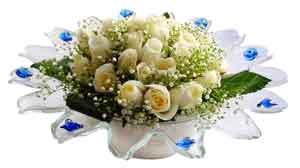 İzmir Konak çiçek , çiçekçi , çiçekçilik  11 adet Beyaz güller özel cam tanzim