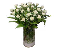 İzmir Konak internetten çiçek satışı  cam yada mika Vazoda 12 adet beyaz gül - sevenler için ideal seçim