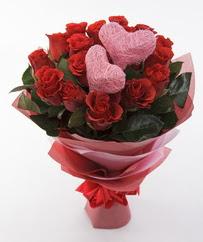 12 adet kırmızı gül ve 2 adet kalp çubuk  İzmir Konak çiçek gönderme