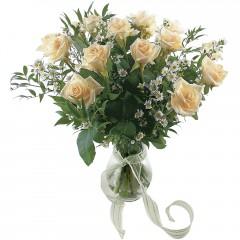 Vazoda 8 adet beyaz gül  İzmir Konak çiçek gönderme