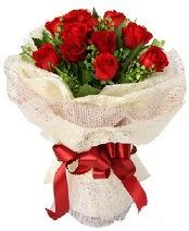 12 adet kırmızı gül buketi  İzmir Konak çiçekçi telefonları