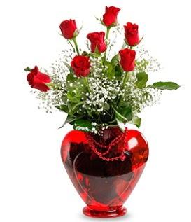 Kalp cam içinde 7 adet kırmızı gül  İzmir Konak çiçek mağazası , çiçekçi adresleri