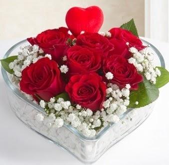 Kalp içerisinde 7 kırmızı gül kalp çubuk  İzmir Konak online çiçek gönderme sipariş