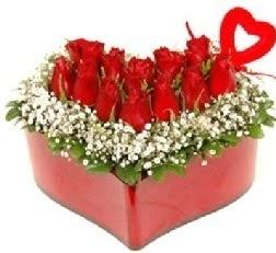 Kalp içerisinde 9 kırmızı gül kalp çubuk  İzmir Konak yurtiçi ve yurtdışı çiçek siparişi