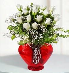 cam kalp içerisinde 12 adet beyaz gül  İzmir Konak çiçek yolla , çiçek gönder , çiçekçi