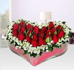 Kalp içerisinde 10 adet kırmızı gül  İzmir Konak çiçekçi telefonları