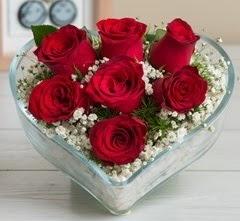 Kalp içerisinde 7 adet kırmızı gül  İzmir Konak online çiçek gönderme sipariş