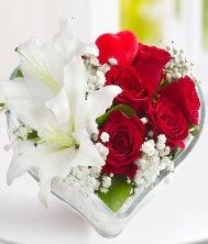 1 kazablanka 5 kırmızı gül kalpte  İzmir Konak yurtiçi ve yurtdışı çiçek siparişi