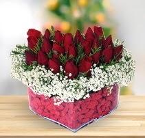 15 kırmızı gülden kalp mika çiçeği  İzmir Konak 14 şubat sevgililer günü çiçek
