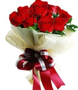 9 adet kırmızı gülden buket tanzimi  İzmir Konak online çiçek gönderme sipariş