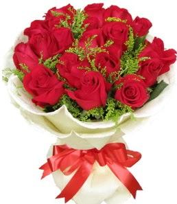 19 adet kırmızı gülden buket tanzimi  İzmir Konak ucuz çiçek gönder