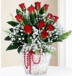 9 adet kırmızı gül cam içerisinde  İzmir Konak ucuz çiçek gönder